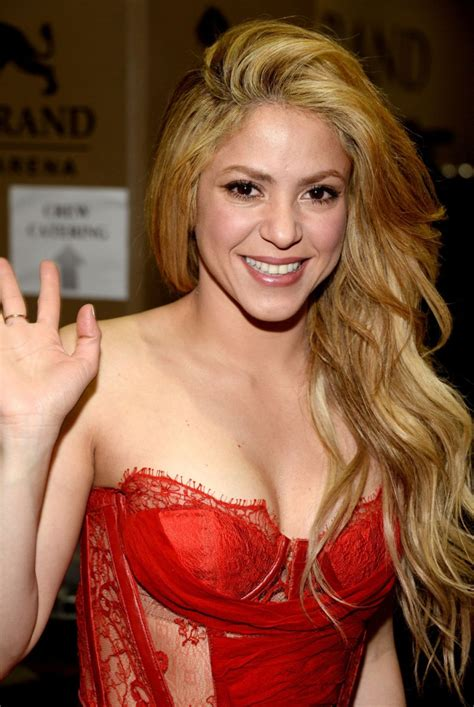 SHAKIRA Performs at 2014 Academy of Country Music Awards