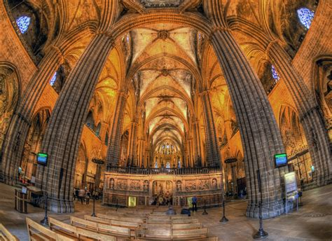 Inside the Gothic Cathedral in Barcelona | Inside the nave