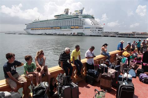 Evacuees Leave Puerto Rico by Cruise Ship – gCaptain