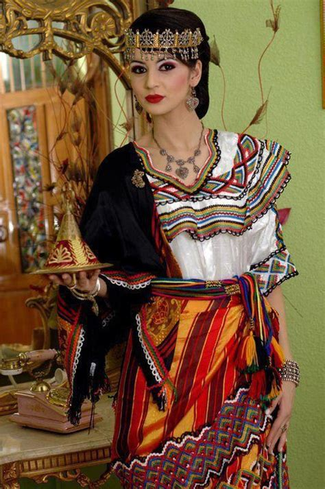 Tenu traditionnelle kabyle   Robe kabyl, Tenue