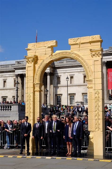 IN PICTURES: Palmyra Arch Recreated in London's Trafalgar